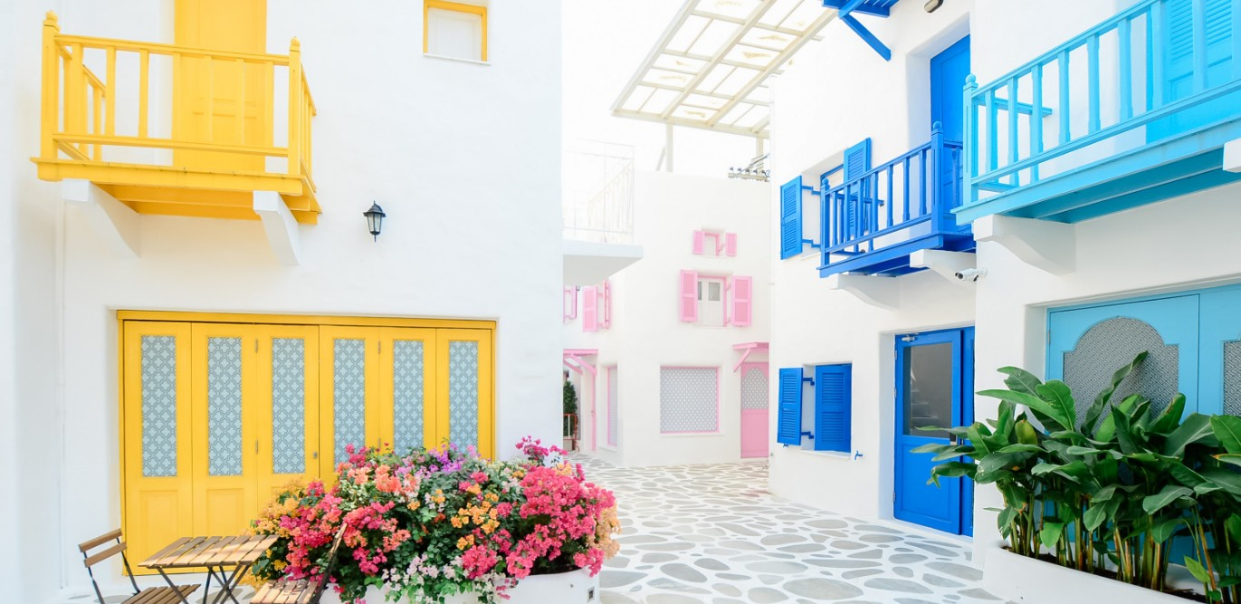 We Specialise in Paint & Decoration